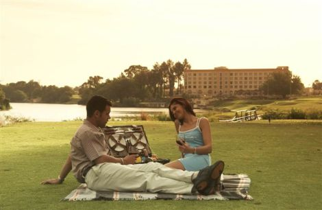 Romantic picnic next to the Vaal River